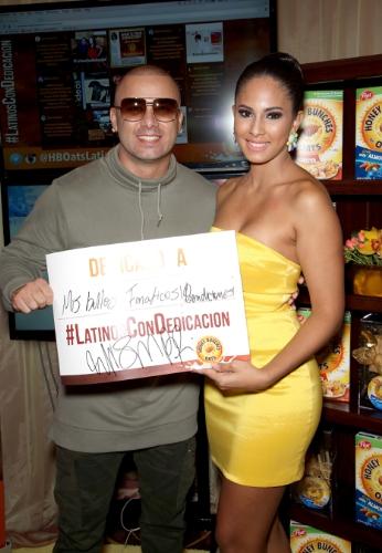 Wisin, artista que participo en La Persona del Ano 2015 de La Academia Latina de La Grabacion(R), compartio su historia de dedicacion con sus fanaticos. Por cada persona que comparta el hashtag #LatinosConDedicacion, del 16 de noviembre de 2015 al 3 de enero de 2016, Honey Bunches of Oats(R) donara 11 comidas ($1) a la organizacion Feeding America(R), con el objetivo de entregar hasta 110 mil comidas. (PRNewsFoto/Post Foods Honey Bunches of Oats)