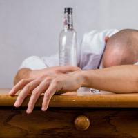 Alcoholismo y  sus Daños Irreparables en el Organismo: Síntomas, Consecuencias y Tratamiento
